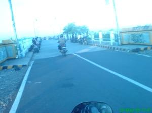 Jembatan Sungai Serut di suatu sore. Jembatan ini menghubungkan Pasar Bengkulu dengan Sungai Hitam.